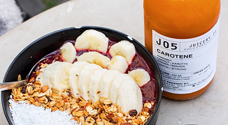 Bowl and juice of the restaurant Juicery 21